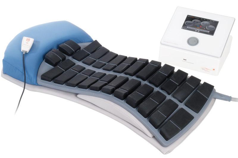 Die EMS Rückenliege WtimaWELL® 120 MTRS behandelt Rückenschmerzen schonend und nachhaltig